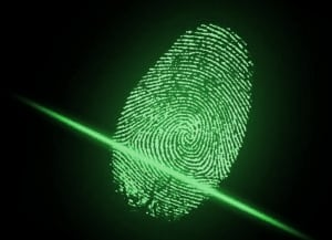 Hitachi тестирует блокчейн, верифицирующий покупателя по отпечатку пальца