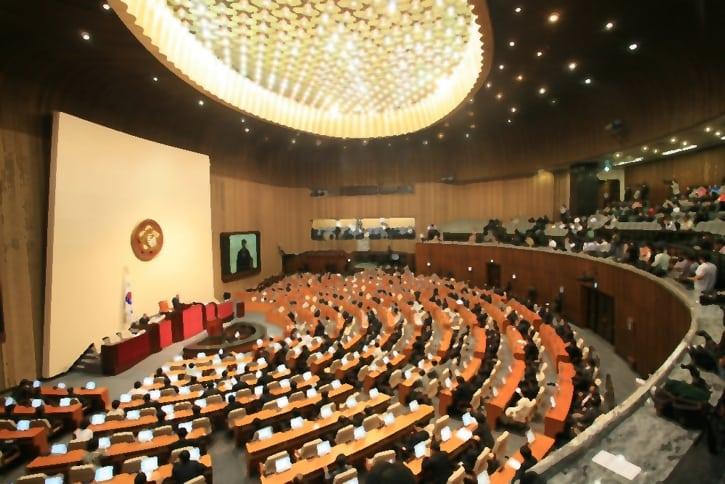 Парламент Южной Кореи собрался на внеочередную сессию ради ICO